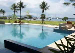 Swimming pool_Beach front view